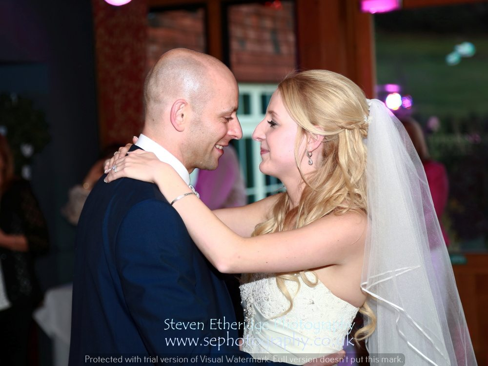 Hampshire Wedding Photography - bride and groom's first dance